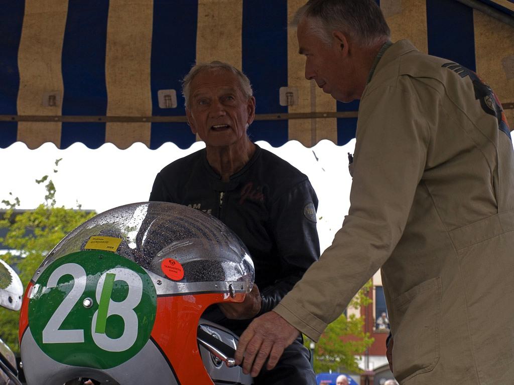 Ook een onvergetelijke, zesvoudige wereldkampioen uit de jaren zestig als de bijna tachtigjarige Jim Redman zal zich moeten melden bij de keurmeesters. Foto Inge van Hesteren