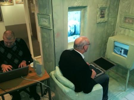 Mank en Van Hesteren online met andere Odyssey-deelnemers. Foto Inge van Hesteren
