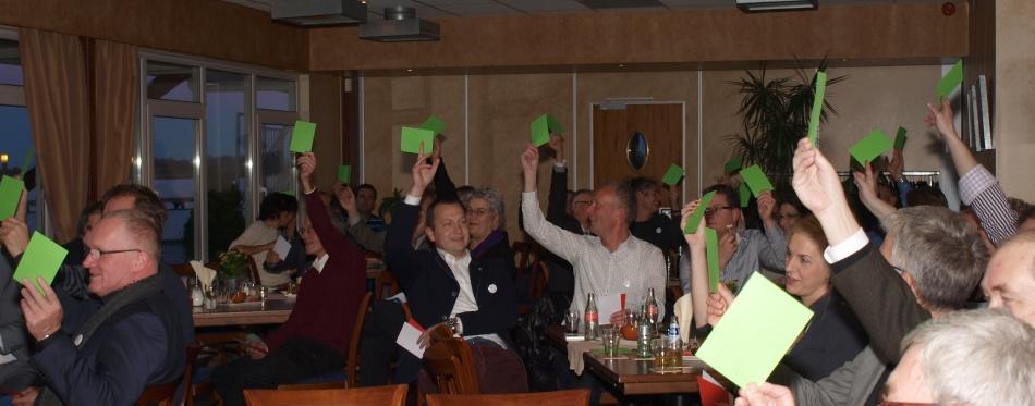 Positieve stemming in de zaal. Ceremoniemeester Hein Pols prikkelde de bezoekers met stellingen waar je niet tegen kon zijn. Foto Festina Lente, Inge van Hesteren