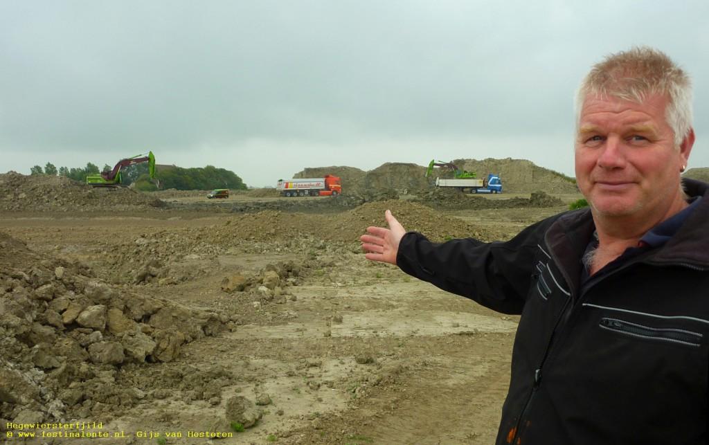 """""""Wat hier lag aan afgegraven klei hebben we allemaal al naar Lemmer gebracht,"""" zegt Maikel de Wolff."""