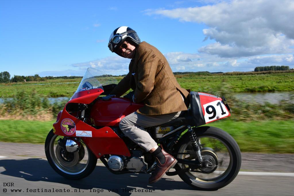 Tajan van der Wiel met de Japauto Honda CB750.