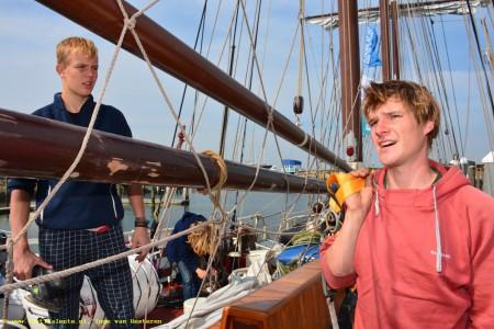 Ben Cadee (16) uit Wageningen (links): 'Vooral in het begin moest ik heel erg wennen.'