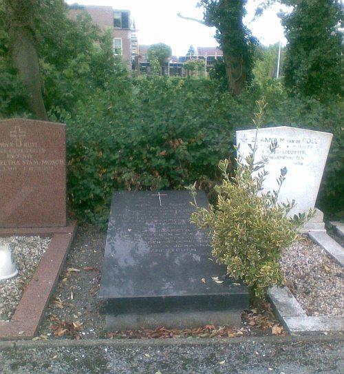 Het graf van mijn grootouders, Gijs en Lies van Hesteren, en van mijn tante Pans.