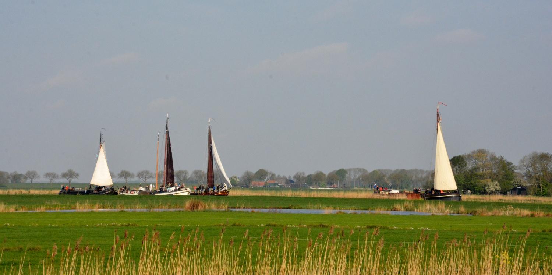 Schepen in het Noorderdiep(Foto: Gijs van Hesteren)