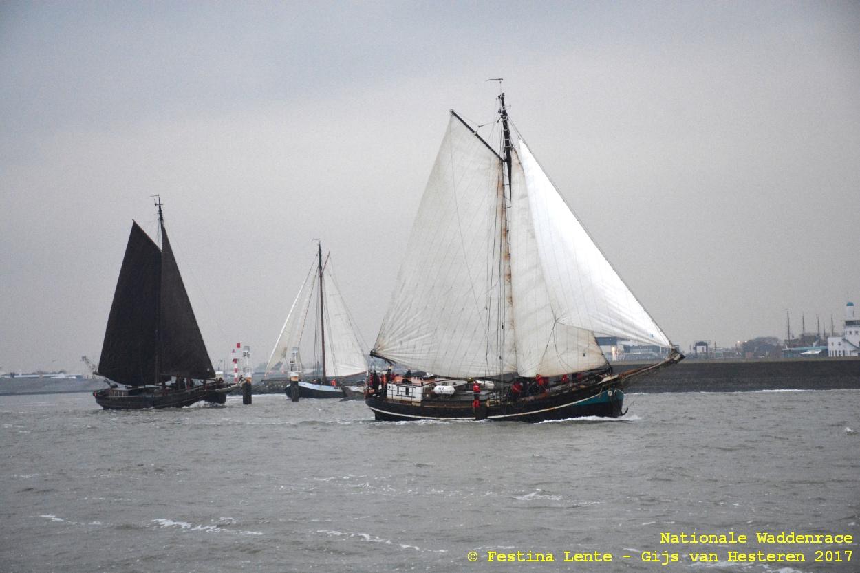 Vlnr: direct na het starten kiezen de Willem Jacob, de Hollandia en de Najade voor een zuidwestelijke koers naar Oudeschild of Den Oever.
