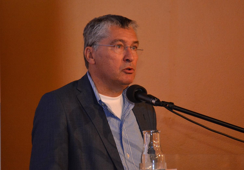 Prof. dr. Piet Hoekstra, lid directie Waddenacademie. (Foto: Gijs van Hesteren)