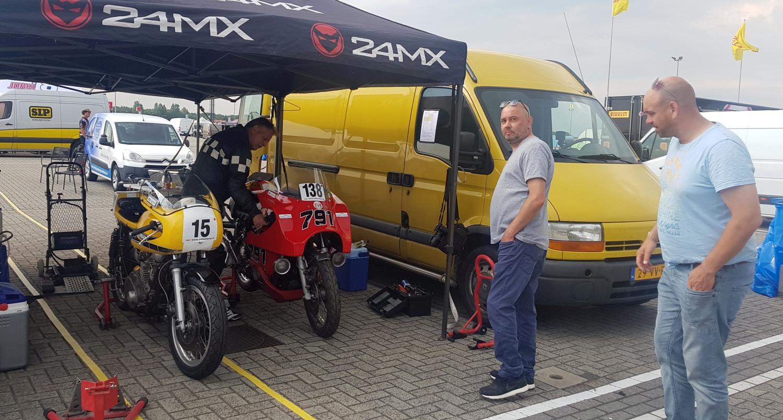 We hadden een topdag. V.l.n.r. De XS650, Tajan, de Japauto, Robert, Gijs jr.. (Foto: Gijs van Hesteren)